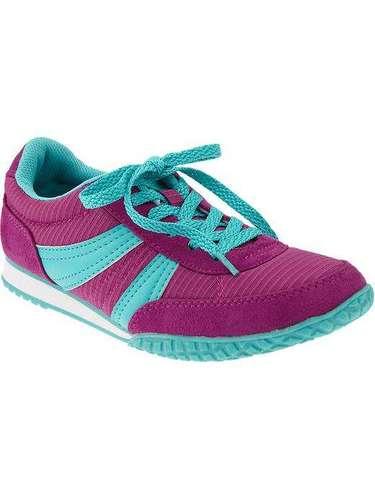 Ponle color a tu vestuario deportivo con estas zapatillas súper livianas y divertidas.