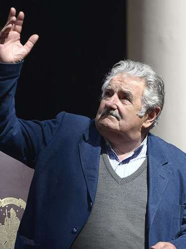 Always dressed casually, he leaves the ties in the closet. Mujica donates 90% of his salary, most of that for housing programs for poor people. He only keeps 800 dollars from his salary.