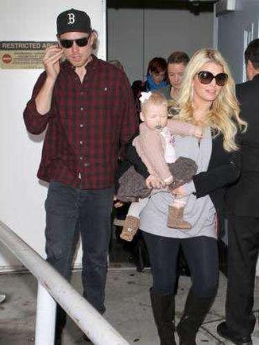 Jessica Simpson dio a luz a su hija con Maxwell en mayo de 2012 y se espera que tenga otro hijo en 2013.