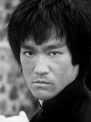 El ícono del cine de artes marciales, Bruce Lee murió a los 33 años. Se desconocen las causas de su muerte pero las versiones más certeras indican que habría mezclado medicina con cannabis.
