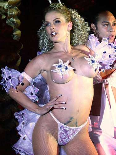 La controversial vedette, actriz y cantante Niurka Marcos, se hace presente cada vez que puede bajo los reflectores del espectáculo, gracias a sus destapes y escándalos, más que por su talento.