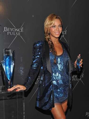 La talentosa cantante Beyonce es conocida no sólo por su larga carrera en el mundo de la música y su paso por el cine, también por su incursión en la moda y por sus distintas creaciones, además de sus perfumes. \