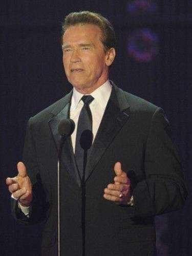 En 2011 el exgobernador de California, Arnold Schwarzenegger, se divorció de Maria Shriver tras 25 años de matrimonio, ésto tras darse a conocer que el político y actor le fue infiel con una exempleada doméstica con la que también tuvo un hijo.