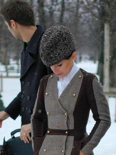 La rusa Miroslava Duma eligió un sombrero en Astrakhan.