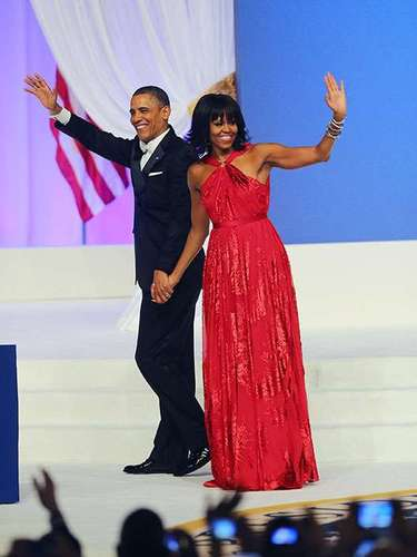 The first lady Michelle Obama looked radiant in a red dress desinged by Jason Wu, who was also in charge of the dress four years ago.