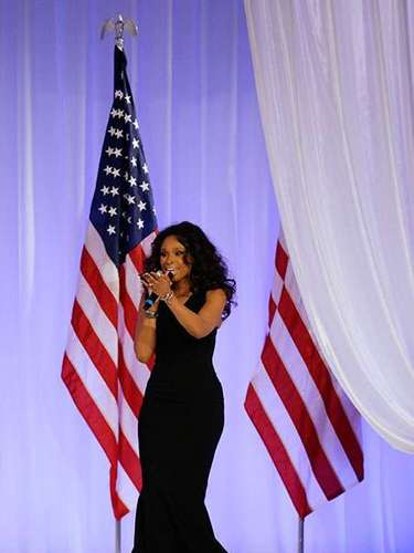 The singer Jennifer Hudson showed off her powerful voice while Barack and Michelle danced in front of the guests.