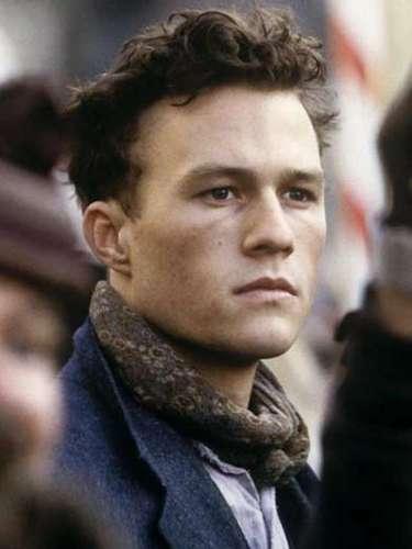 Heathcliff Andrew Ledger, mejor conocido como Heath Ledger, nació en Perth, en la zona oeste de Australia, el 4 de abril de 1979. Ha sido uno de los actores más reconocidos en años recientes gracias a la variedad de su trayectoria, a una inigualable interpretación en particular y a su trágica e inesperada muerte.