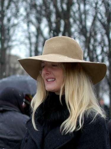 El sombrero de ala ancha también ayuda a proteger de la nieve.