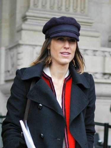 Cap con aires de gorra y chaqueta de tweed, perfecto para asistir a un desfile de Chanel.