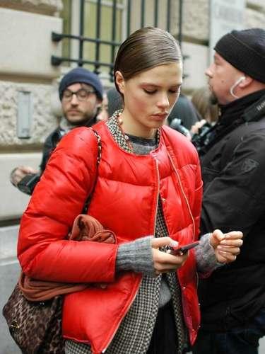 Más deportivo, el doudoune (chaqueta metalizada, generalmente de tejido sintético) es abrigador y no pierde el encanto.
