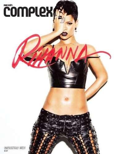 Rihanna es una mujer que esta inmersa en varias facetas por lo que su agenda es apretada: firma para su nuevo perfume, Nude, una sesión de fotos para una colaboración de ropa nueva con River Island, y promoción para los premios Grammy.