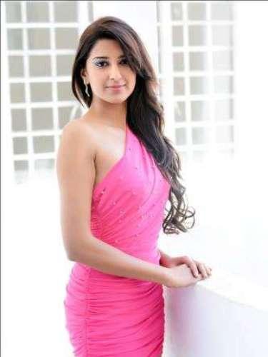La joven nacida el 8 de agosto de 1989 en Quatres Bornes, Mauricio, se prepara intensamente desde hace algunos meses para llevar la primera corona de Miss Universo a su país.