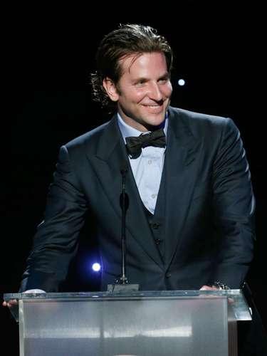 Bradley Cooper tomó el escenario e iluminó con su porte y sexappeal