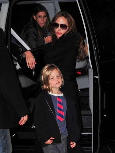 La primera hija de Angelina Jolie y Brad Pitt se llama Shiloh Nouvel Jolie-Pitt.