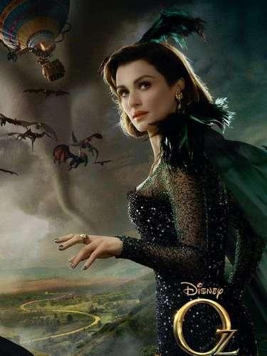 Rachel Weisz da vida a 'Evanora', la malvada bruja del Este, quien desea el control total de la Tierra de Oz y trata de conseguirlo con ayuda de sus monos alados.