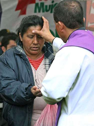 In 2010, the Mexican Epyscopal Conference (CEM), permitted that various religious celebrations be suspended due to violence in some of the zones of the country most affected by the violence, as a precaution for the priests.