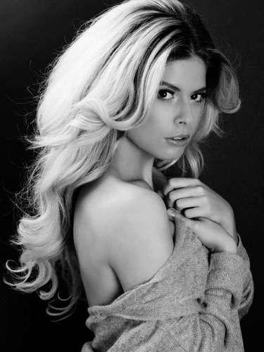 Nacida en Amsterdam, es una joven que estudió en Akademie Vogue, Medios con énfasis en moda de estilo, adicionalmente trabaja como modelo y es empresaria, al ser dueña de My Personal Shopper Trend.