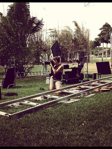 Alejandro Sanz nos mete de lleno en el rodaje de 'Mi Marciana', así podemos conocer mejor el trabajo detrás de las cámaras.