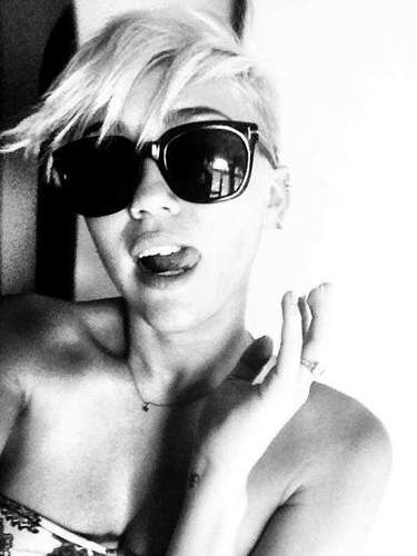 Miley in her Tom Ford sunglasses.