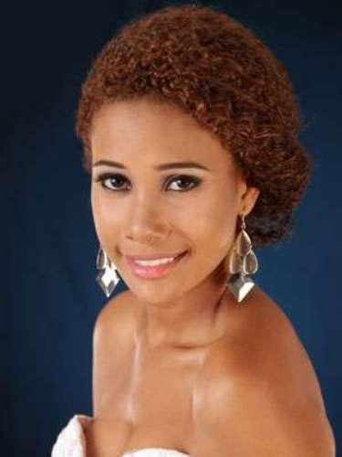 Letty Gamez Cortéz - Guayas. Tiene 20 años de edad, su estatura es de 1.76 metros y como idioma adicional domina el inglés.