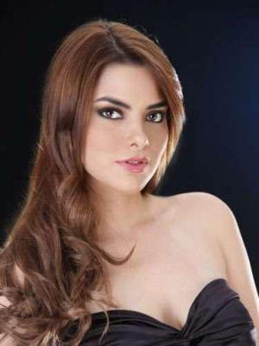 Eliana Molina Alarcón - Manabí. Tiene 20 años de edad, su estatura es de 1.72 metros.