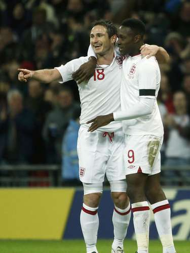 England's Frank Lampard (L) celebrates with team mate Daniel Welbeck after scoring against Brazil during their international friendly soccer match at Wembley stadium in London February 6, 2013.