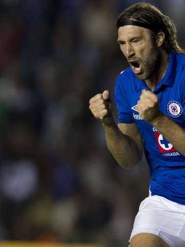 Mariano Pavone siempre es un jugador de cuidado cuando pisa el área enemiga