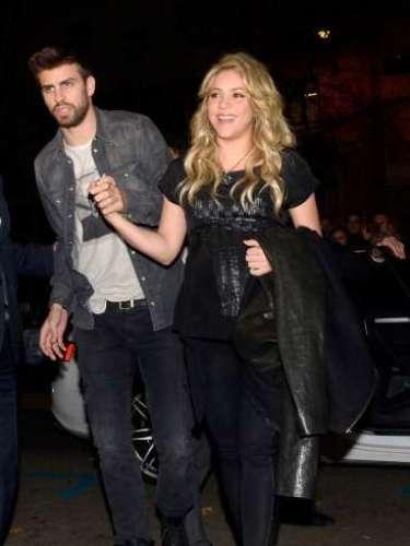 Shakira y Piqué, diez años más joven que la cantante colombiana, acaban de ser padres de su primer hijo.