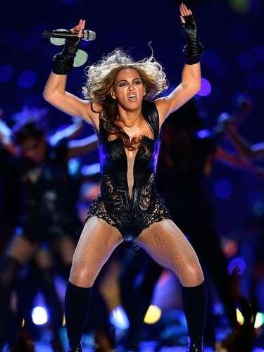 Todo comenzó porque el representante de Beyoncé pidió que no se usarán lasfotos menos favorecedoras de la cantante durante su actuación en el Super Bowl XLVII. Entonces, los usuarios de internet respondieron transformando las imágenes deBeyoncé en curiosas reinterpretaciones, que convierten los gestos de la mujer de Jay-Z en cualquier cosa imaginable.