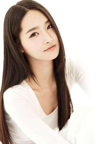 Miss Corea - Yu-mi Kim. Tiene 23 años de edad, mide 1.75 metros de estatura (5 ft 9 in). Procede de Seúl.