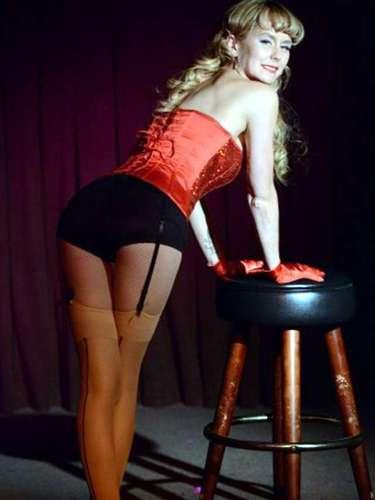 Emma Parker Bowles decidió posar en una presentación especial del grupo de burlesque The Dollface Dames en Los Ángeles, California cuya recaudación en taquilla sería destinada a alguna asociación de caridad.