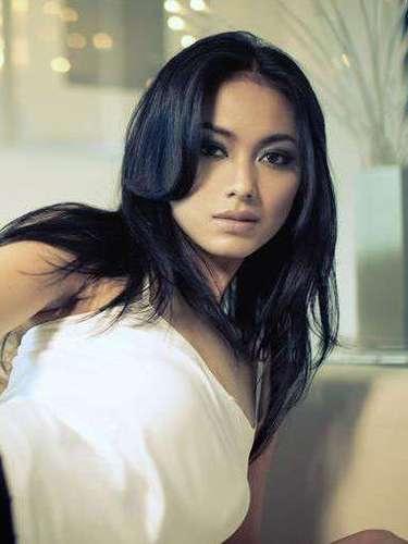 Miss Indonesia - Whulandary Herman. Tiene 23 años de edad, tiene 1.77 metros de estatura (5 ft 9 12 in). Procede de Pariaman.