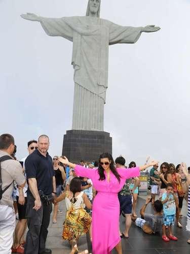 Kanye toma una foto de Kim en la cima del Corcovado