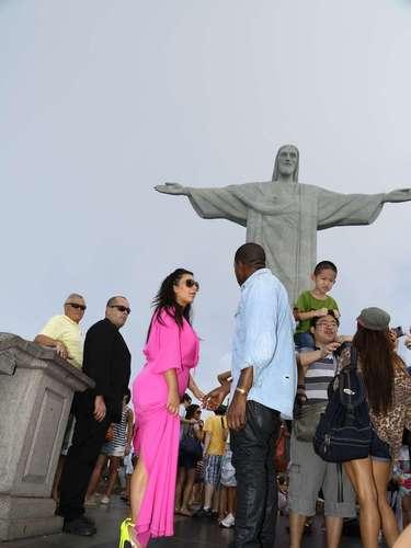 La modelo  visitó el Cristo Redentor, con su vientre de embarazado