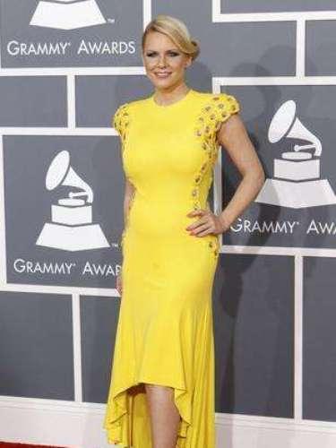 La personalidad de la televisión anglosajona Carrie Keagan combinó un vestido largo atrás, corto adelante, con unas zapatillas de color salmón que llamaron mucho la atención. El recogido en la cabeza fue el que no convenció mucho, tal vez hubieran sido mejor unas ondas sueltas sin tanto moño.