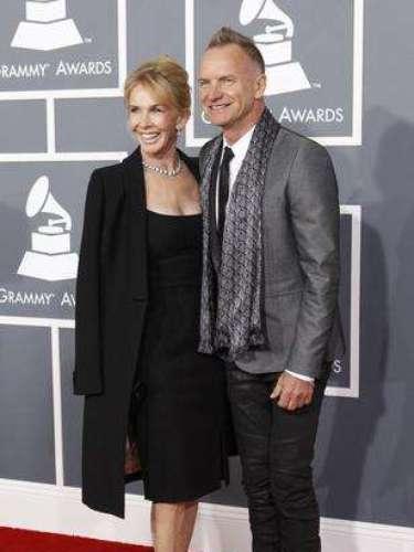 La legendaria estrella de la música, Sting, junto a su esposa. El cariño que demuestra por su familia, es sin duda, el mejor atavío del cantante en cada presentación pública que hace.
