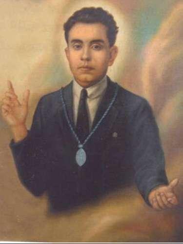 José Anacleto González nació en Tepatitlán, Jalisco, el 13 de julio de 1888 en un ambiente de extrema pobreza, a finales de 1926, apoyó los proyectos de la Liga nacional defensora de la libertad religiosa. La madrugada del 1 de abril de 1927 fue aprehendido en su domicilio particular; se dice que sus verdugos, descoyuntaron sus extremidades, le levantaron las plantas de los pies y a golpes, le desencajaron un brazo. En el mes de noviembre del 2005 Benedicto XVI lo beatificó.
