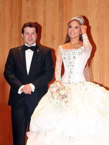 El 17 de diciembre de 2009,Gloria Trevi le dio el sí a Armando Gomez en una boda a lo grande en la Catedral Metropolitana de Monterrey, luciendo un vestido del diseñador Gustavo Matta.
