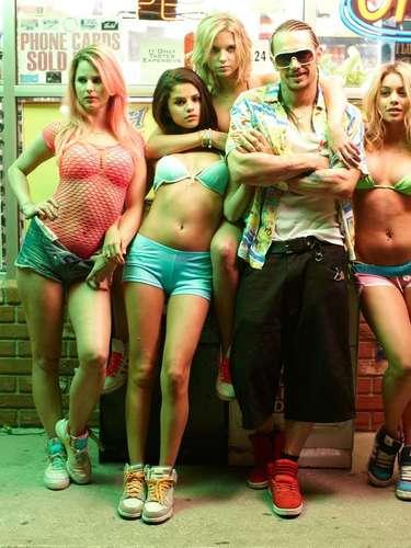 Un encuentro casual con el rapero 'Alien'promete dar a las chicas toda la emoción y diversión que desean.