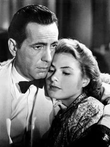 En 1943, 'Casablanca' ganó tres estatuillas doradas por Mejor guión adaptado, Mejor director y Mejor película, además estuvo nominada a otros cinco más.