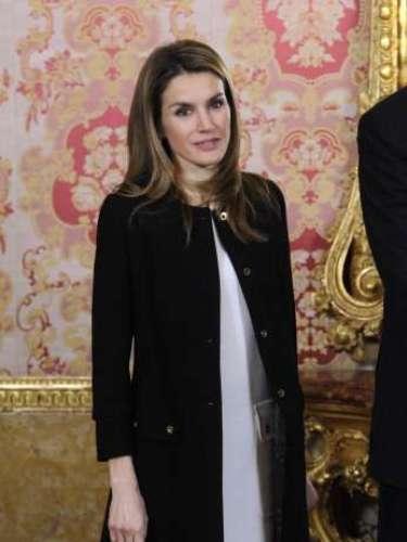 Otro look que es tendencia es el blanco y negro que la princesa supó llevar con estilo.