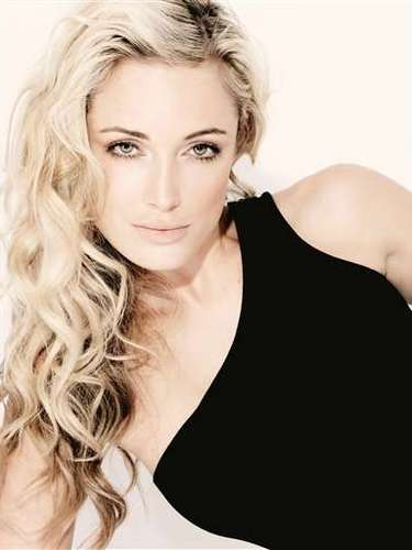 Reeva was a model was a model who spoke out on Twitter against rape and the abuse of women. Sadly, she also he tweeted messages urging women to stand up against rape alongside her excitement about Valentine's Day. \