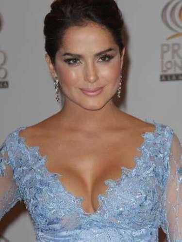 Danna García -Se vienen los Premios Lo Nuestro A La Música Latina y para ir calentando el ambiente te traemos los escotes más llamativos y sensuales que han llevado las espectaculares féminas a través de los años en su paso por la alfombra roja en la gran fiesta de la música latina.