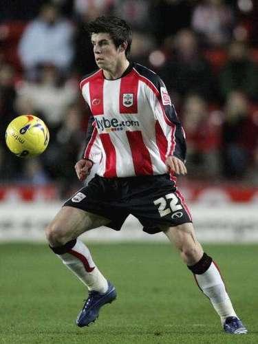 Bale, quien nació un 16 de julio de 1989, debutó con el Southampton a los 16 años y 275 días, convirtiéndose en el segundo jugador más joven de los 'Saints' en dicho registro.