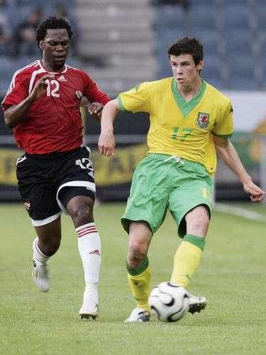 El 27 de mayo de 2006 debutó con la selección mayorde su país en un amistoso ante Trinidad y Tobago.