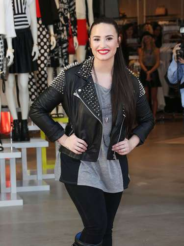 Demi Lovato rocked a performance at Topshop Topman LA Grand Opening in spite of her broken leg. Check out the entertainer doing her thing in her studded cast!