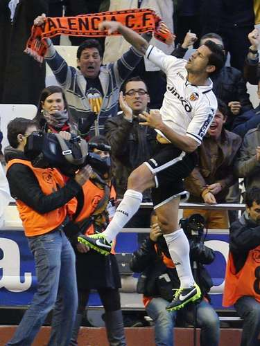 Valencia won a grand match despite having fewer players, 2-0 against Mallorca.