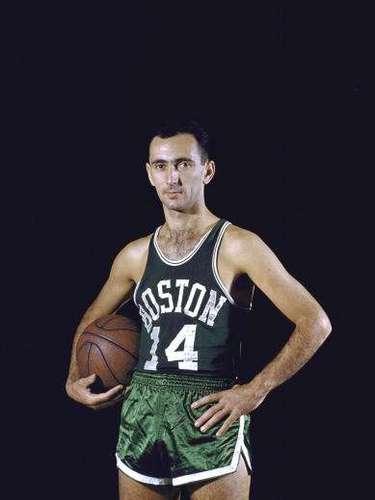 El legendario ex base Bob Cousy es uno de los mejores de la historia en su posición, por lo que fue inducido en el Salón de la Fama en 1971, además de haber sido MVP de la NBA en 1957 y MVP del All Star Game en dos ocasiones (1954 y 1957).