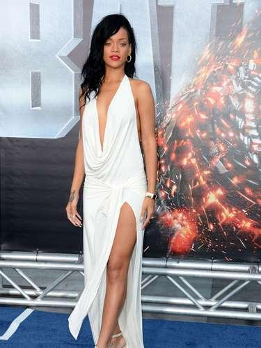 Rihanna. Es una excelente cantante y hermosa chica pero como actriz le queda camino por recorrer. En su debut en Battleship obtuvo una nominación como peor actriz.
