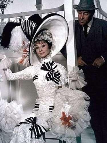 'Mi Bella Dama': Basada en la obra teatral George Bernard Shaw, 'Pigmalión', esta película sobre un profesor que le enseña a una florista callejera a comportarse como una dama fue llevada a la pantalla grande en 1964 por el director George Cukor con Audrey Hepburn y Rex Harrison como protagonistas. Curiosamente fue Julie Andrews quien hacía de 'Eliza Doolittle' en Broadway, pero no obtuvo el papel para cine. La película ganó 8 estatuillas doradas de un total de 12 nominaciones en total, tales como mejor película, mejor actor, mejor director, mejor música y fotografía.